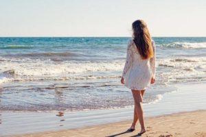 Científicos afirman que visitar la playa te renueva la mente asombrosamente