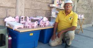 Abuelito pide ayuda en Internet para vender sus hermosas manualidades