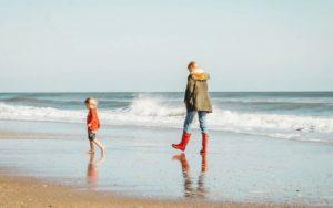 Dar vacaciones y viajes a los niños en lugar de juguetes mejora el desarrollo cerebral