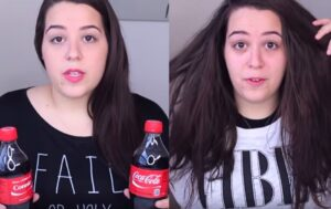 Observa lo que sucede al pelo de esta chica cuando lo sumerge en Coca-Cola