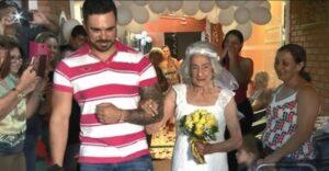 Con 96 años se casa con el amor de su vida en el lugar donde surgió el amor